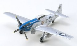 NORTH AMERICAN P-51D MUSTANG. L=136 mm. SKALA 1/72