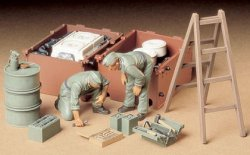GERMAN TANK ENGINE CREW SET. SKALA 1/35