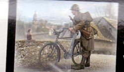 FRENCH SOLDEIER WHIT BICYCLE. SKALA 1/35